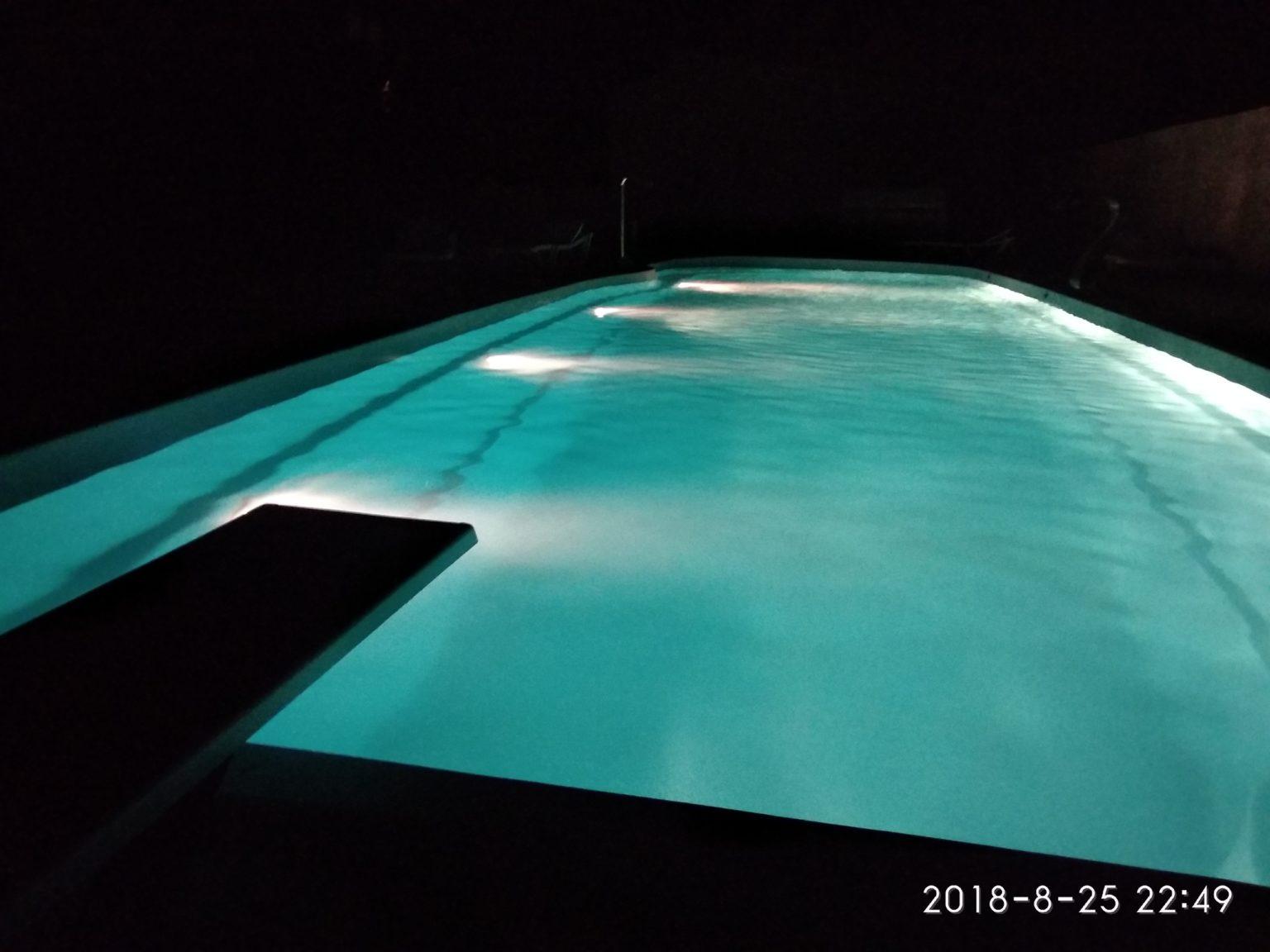 Бассейн вечером